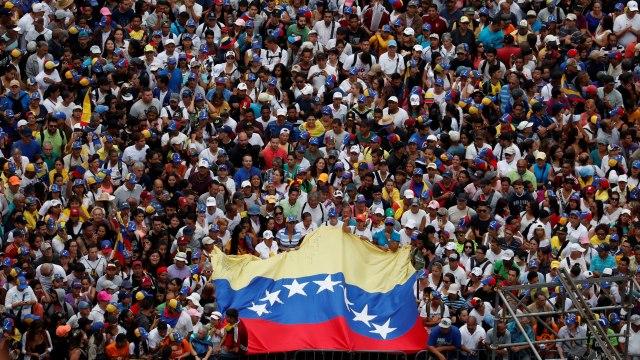 "Venezuela nel caos, Erdogan a Maduro: ""Resisti fratello"""