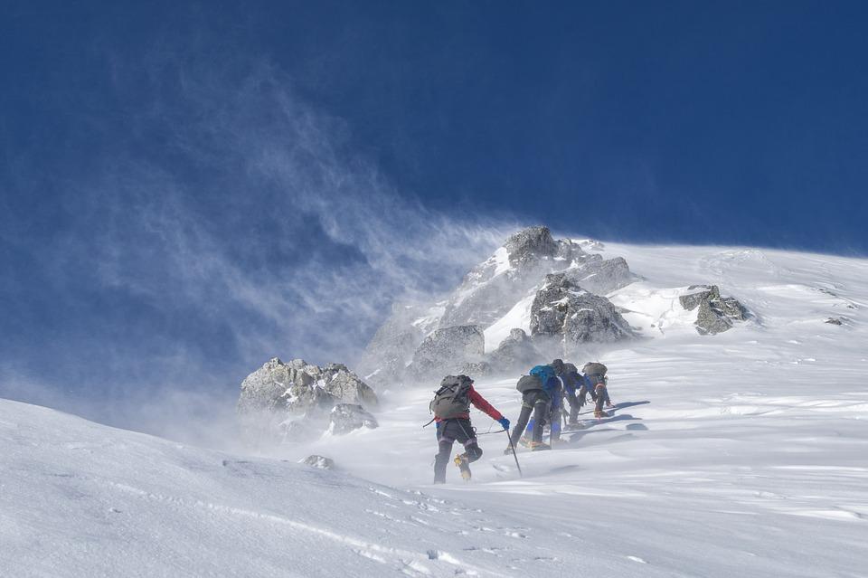 Cogne, salvati 7 scalatori bloccati su una cascata di ghiaccio