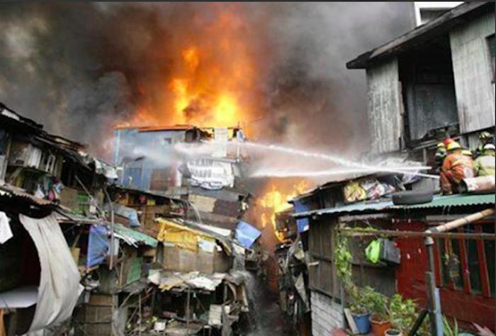 Strage familiare in Bangladesh, 8 morti nel rogo di una baraccopoli