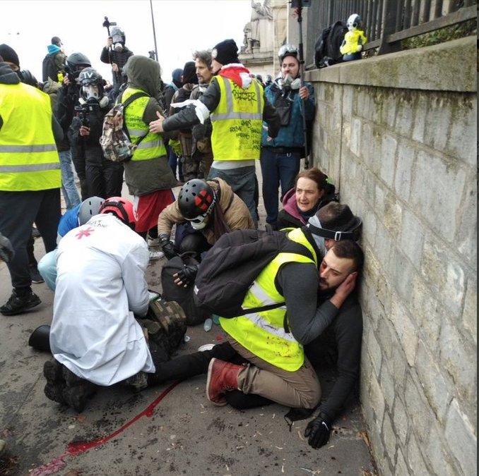 Francia, Gilet gialli in marcia verso l'Italia: bloccati