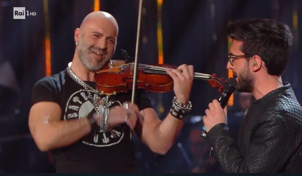 Sanremo 2019, chi è il violinista che duetta con Il Volo
