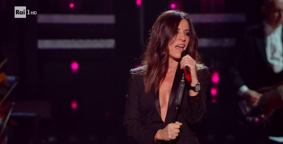 Sanremo 2019, look Paola Turci. Ritorna la scollatura