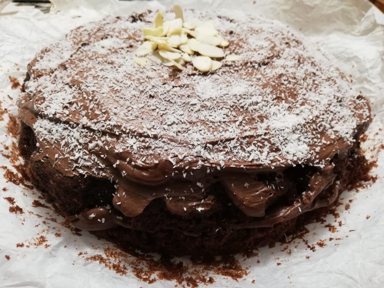 """Torta al cioccolato """"senza bilancia"""", ricetta facile e veloce"""
