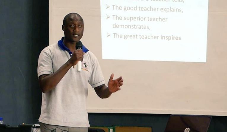 """Global Teacher Prize, il vincitore è Tabichi: """"Un milione di dollari per la scuola"""""""