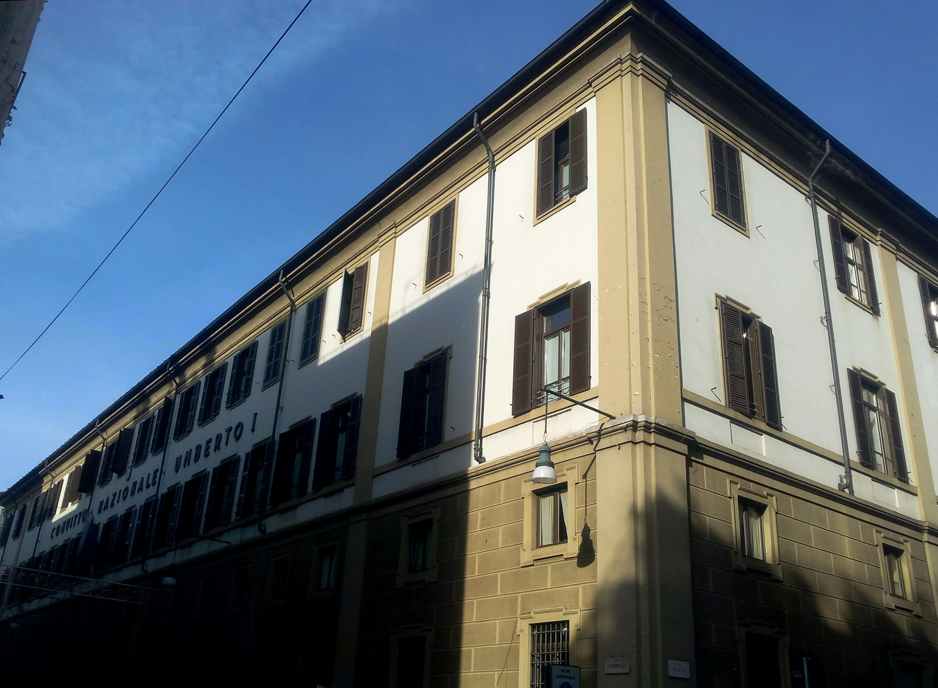 Torino, incendio doloso al Convitto Umberto I: lezioni sospese