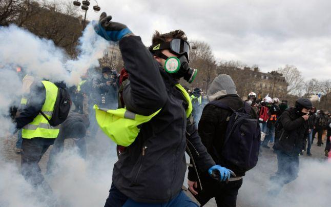 Gilet Gialli, scontri a Parigi al termine del corteo