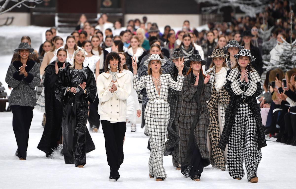 Ultima sfilata in onore di Karl Lagerfeld, tutte le star per lui