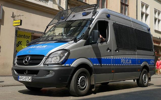 Polonia, 24enne pisano cade dal quinto piano di un palazzo e muore