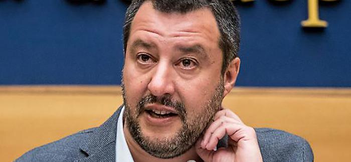 """L'opposizione attacca Salvini: """"Troppi comizi, faccia il ministro"""""""