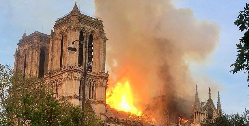 Bufale a Notre Dame: le fake news dal web