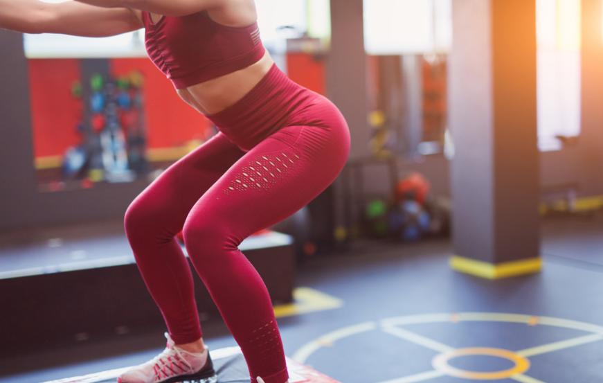 Glutei alti e sodi in 5 mosse: gli esercizi