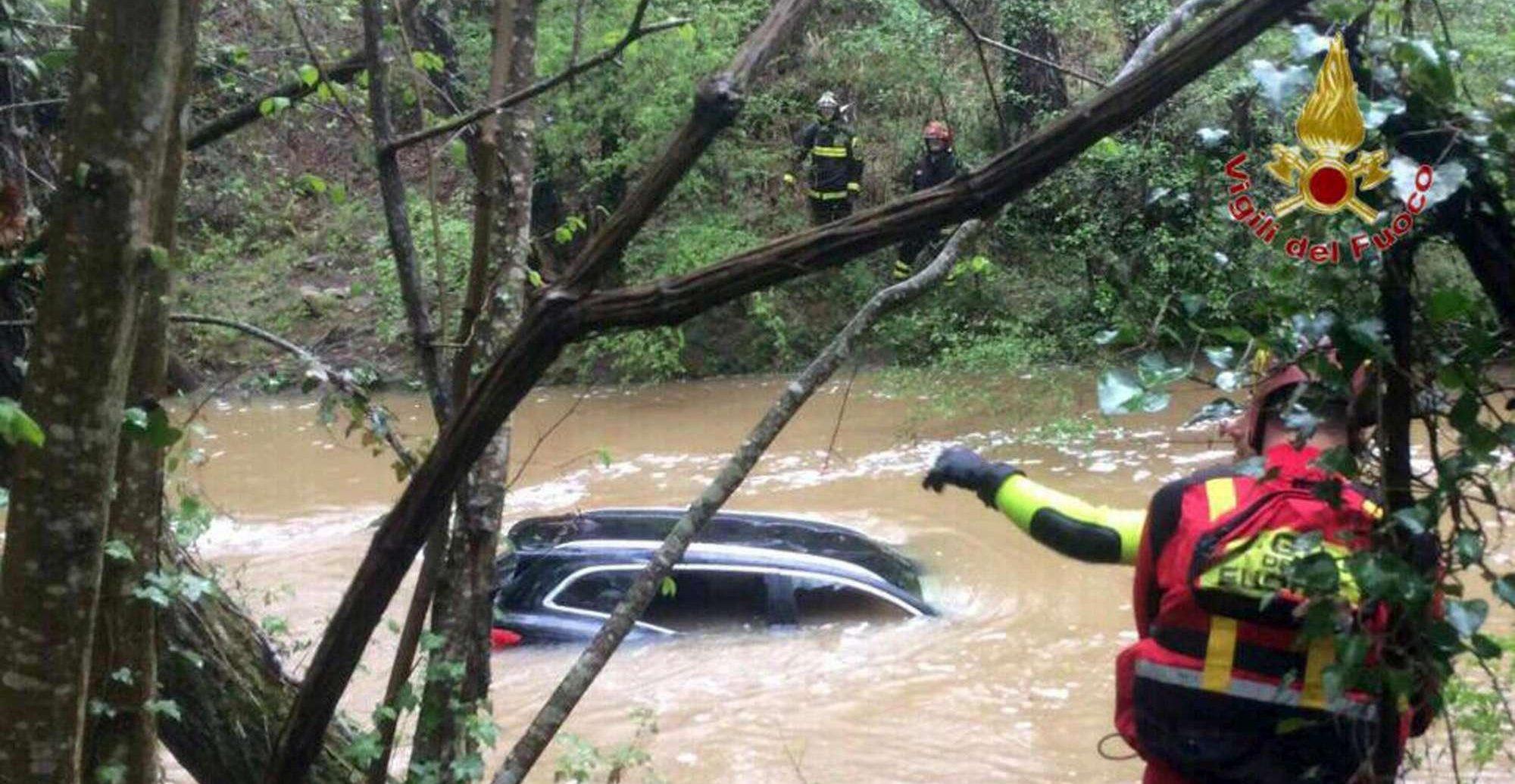 Auto travolta da un torrente nel Pisano, ritrovato il cadavere della donna