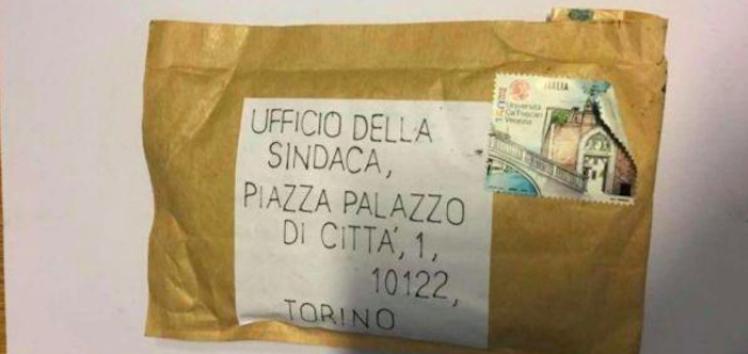 """Torino, un pacco bomba per l'Appendino: """"Non mi intimidiscono"""""""