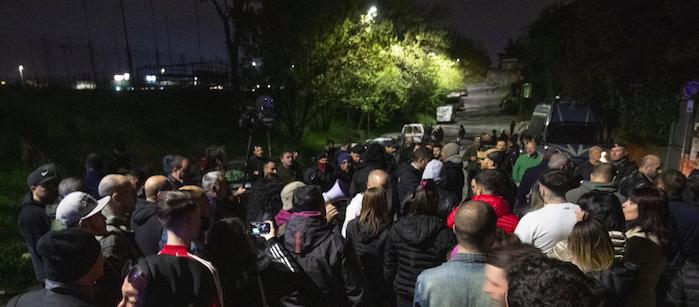 Roma, protesta contro i rom: si indaga per odio razziale