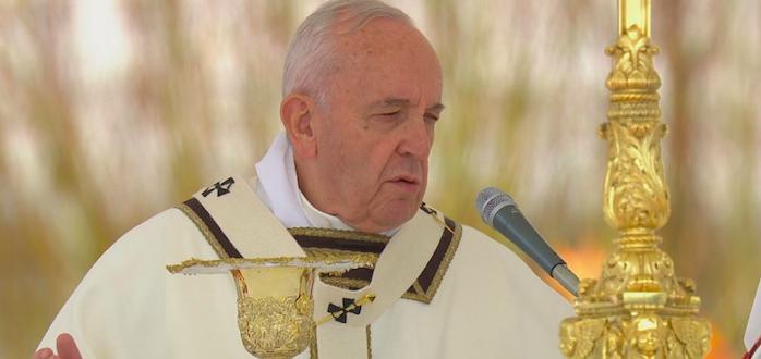 """Il messaggio Urbi et Orbi del Papa: """"Dolore per lo Sri Lanka"""""""