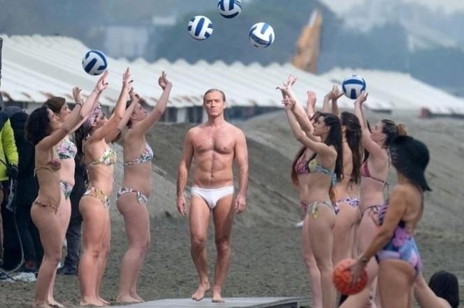 Jude Law in costume da bagno a Venezia per le riprese di The New Pope