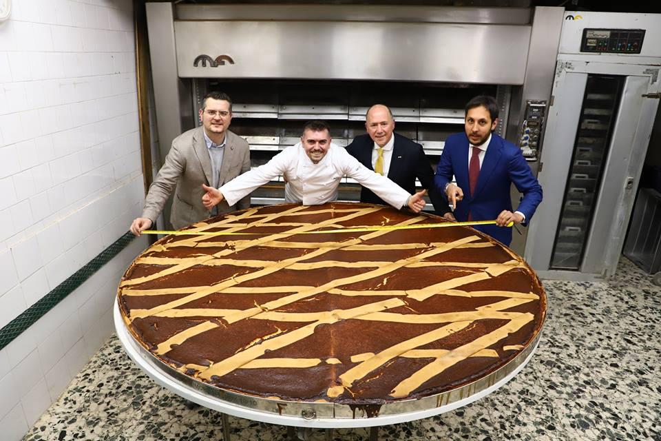 Il Gran Caffè Gambrinus di Napoli realizza la pastiera più grande del mondo