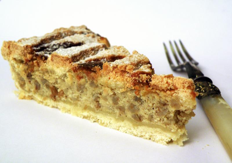 Cosa è e come si prepara la pastiera napoletana, origini e caratteristiche di una ricetta storica