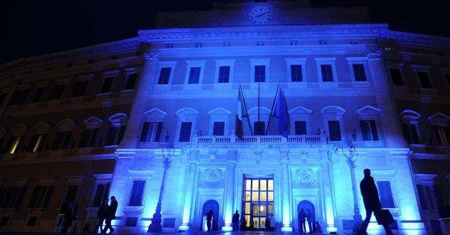 Autismo, piazze e monumenti si colorano di blu: gli eventi in Italia