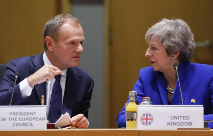 Brexit, May propone un rinvio al 30 giugno: Tusk chiede la proroga di 12 mesi