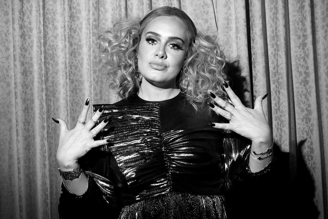 Adele festeggia il suo compleanno da single e annuncia il nuovo album