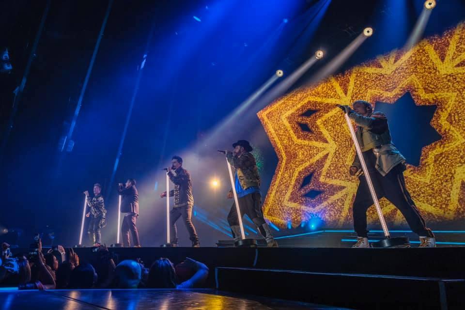 Backstreet Boys in concerto a Milano: sul palco con le maglie dell'Inter