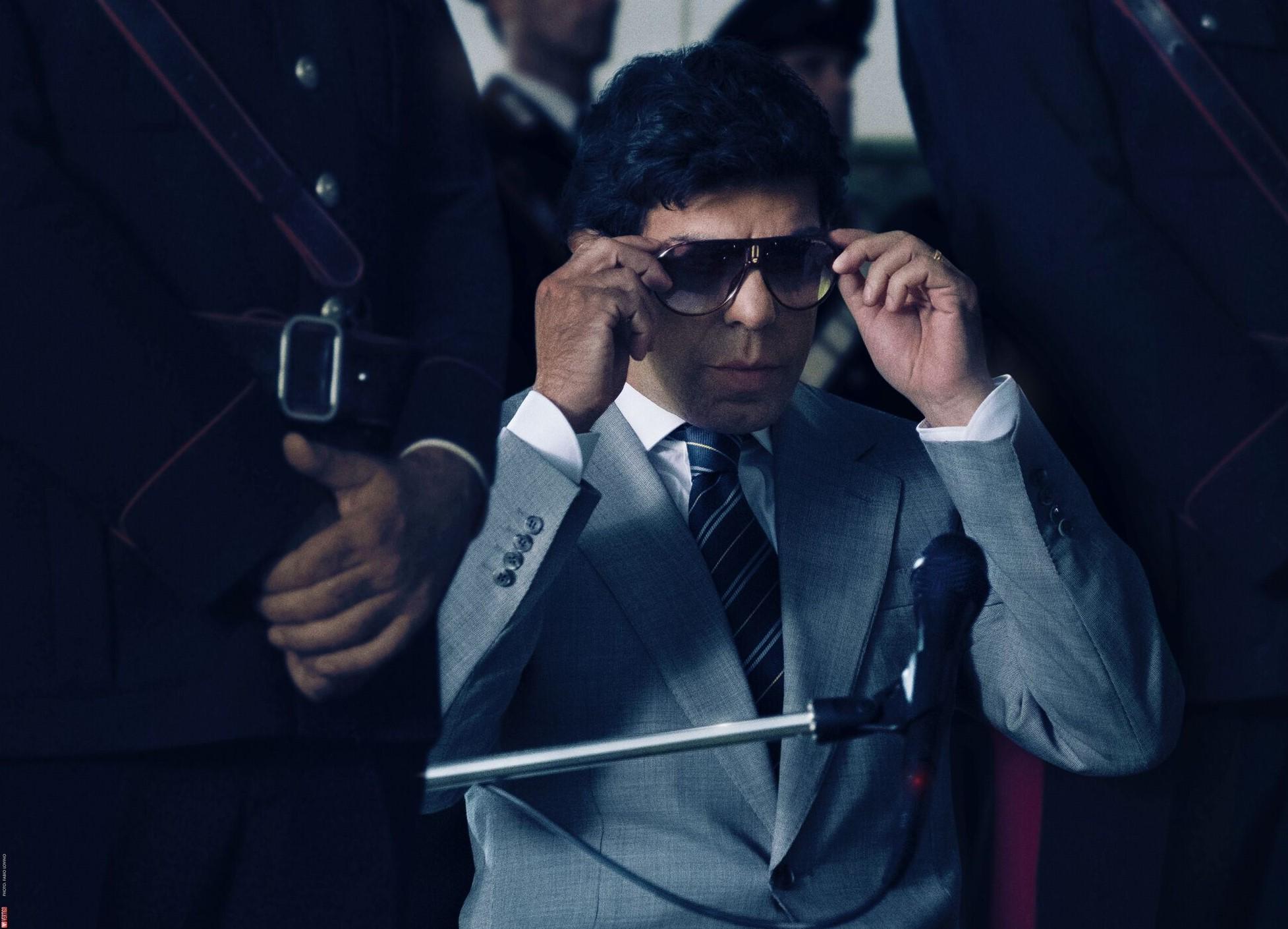 Risultati immagini per il traditore film occhiali