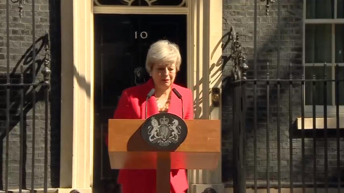 """Theresa May si dimette, l'annuncio tra le lacrime: """"Ho servito il Paese che amo"""""""
