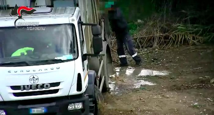 Traffico illecito di rifiuti e inquinamento a Trapani, due arresti