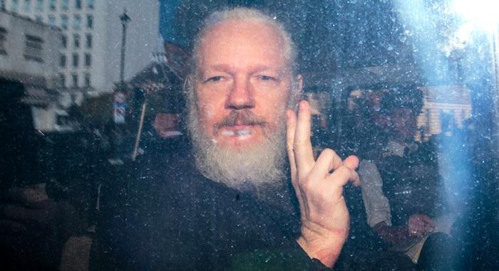 Assange incriminato, gli Usa contestano 17 nuovi capi d'accusa