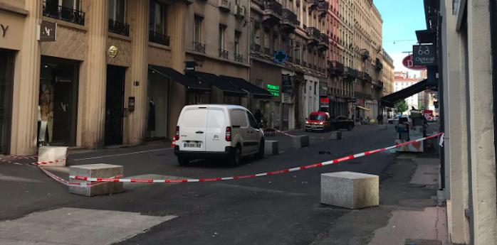 Attentato a Lione, esplode un pacco bomba: 13 feriti