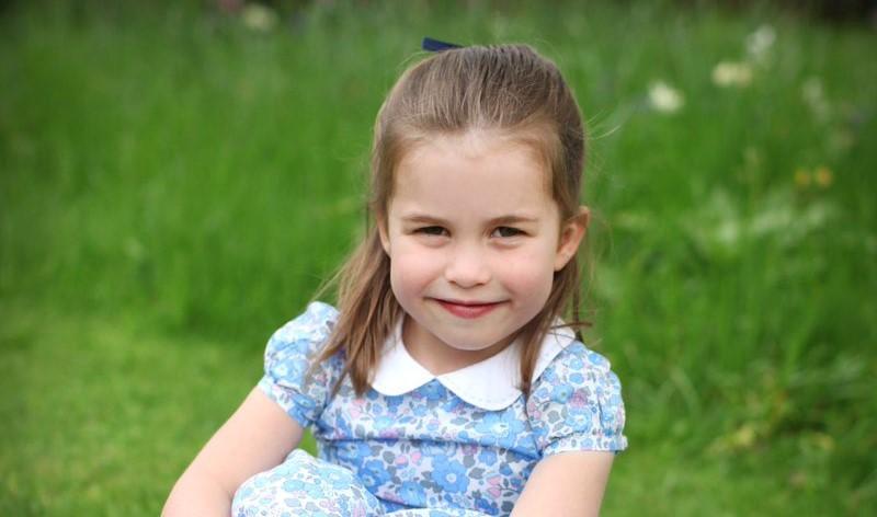 La principessa Charlotte compie 4 anni, le foto ufficiali scattate da Kate Middleton
