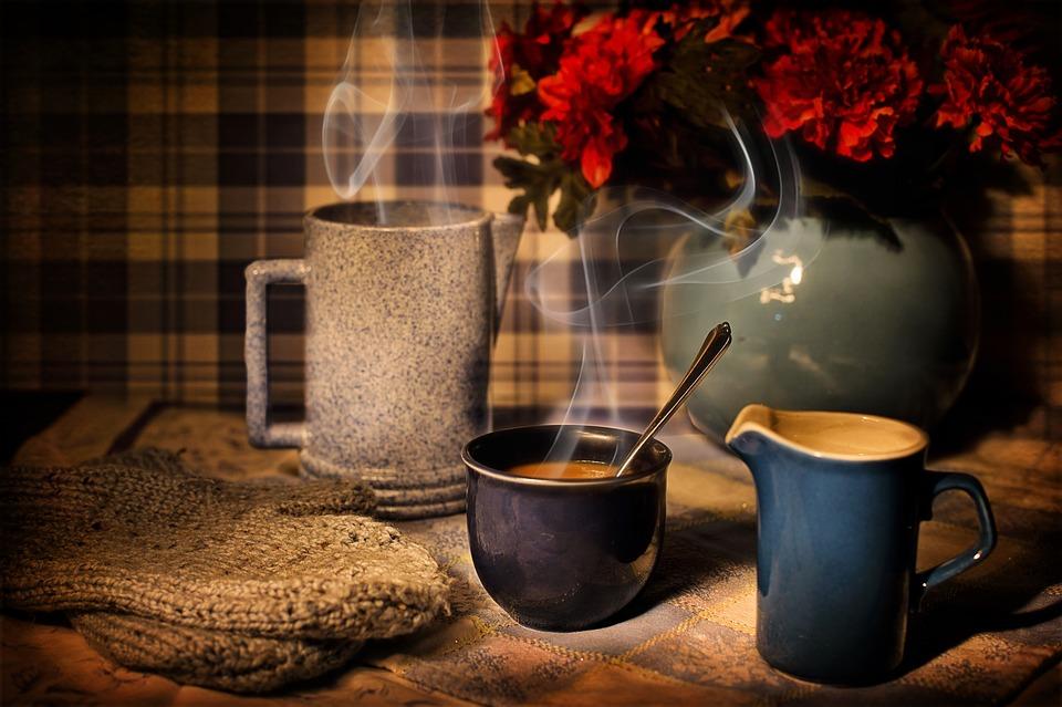 Cosa scegliere per la prima colazione: meglio il tè o il caffè?