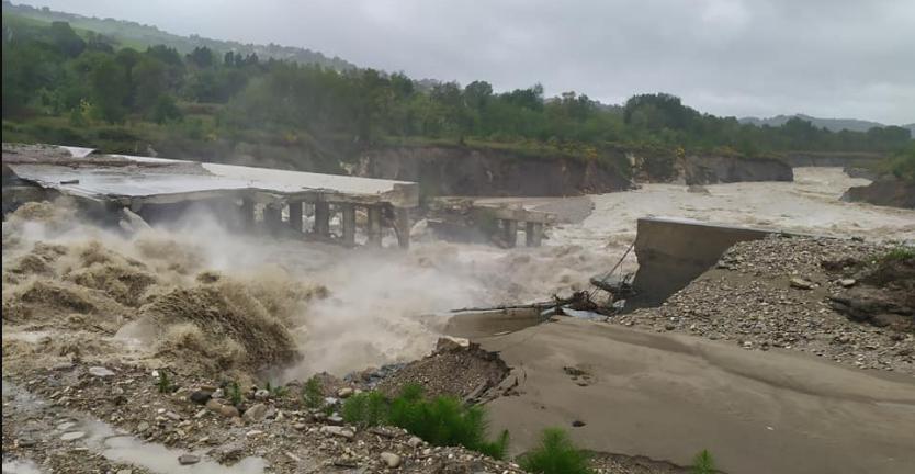 Il fiume Savio rompe gli argini: interrotta linea