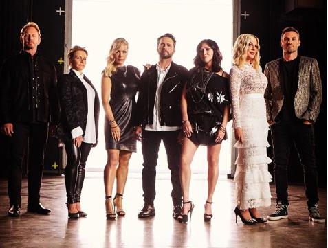 """""""Siamo tornati"""", la foto che annuncia la premiere di Beverly Hills 90210"""