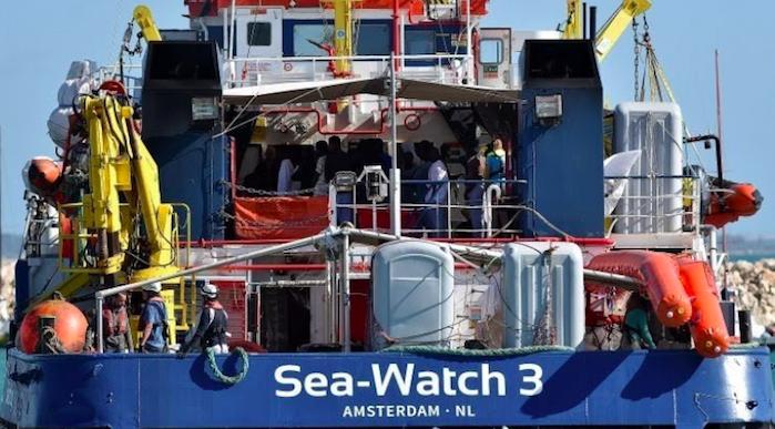 Sea Watch, la capitana Carola ai domiciliari: Parigi e Berlino contro l'Italia