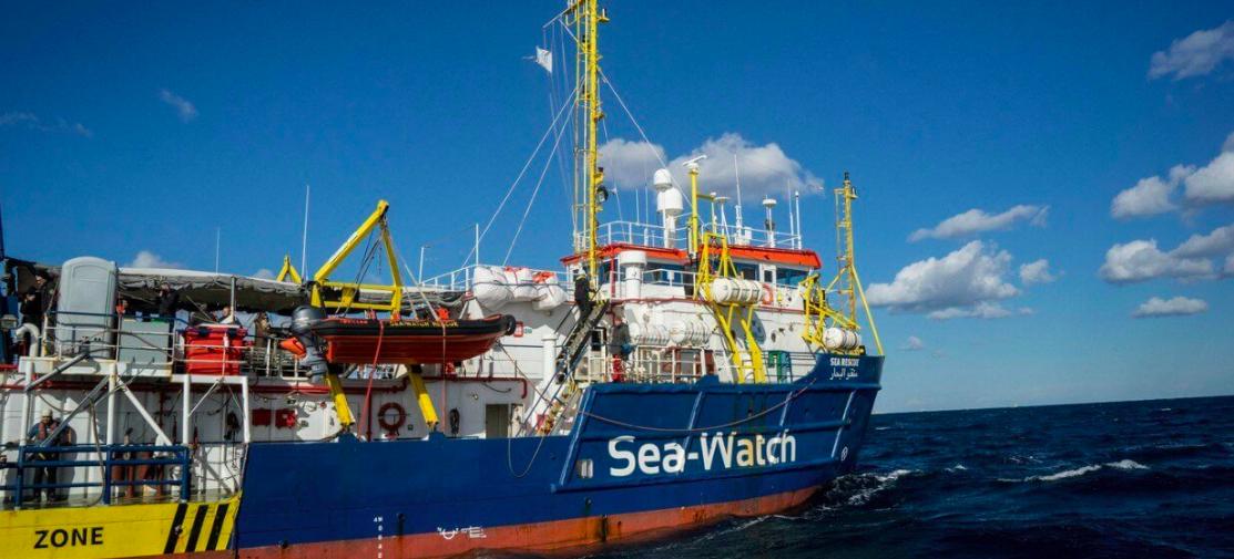 """La Sea Watch forza il blocco ed entra a Lampedusa: """"Non è provocazione"""""""