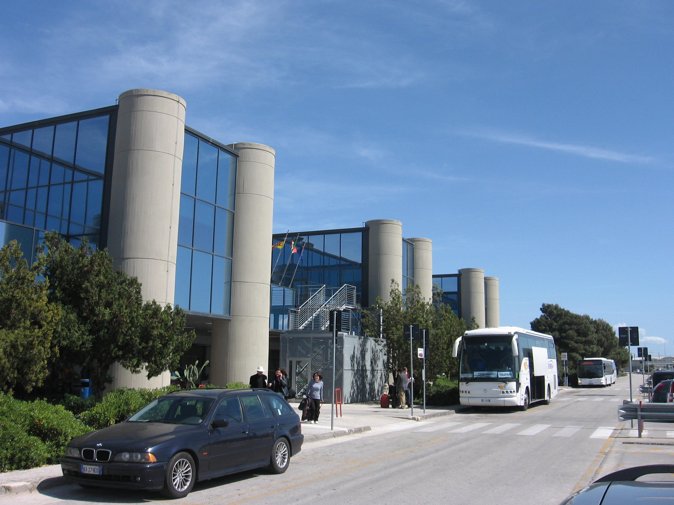 #SeVoloVoto, la protesta per salvare l'aeroporto di Trapani
