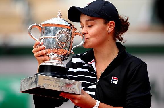 Roland Garros, alla Barty il titolo femminile. Thiem in finale con Nadal