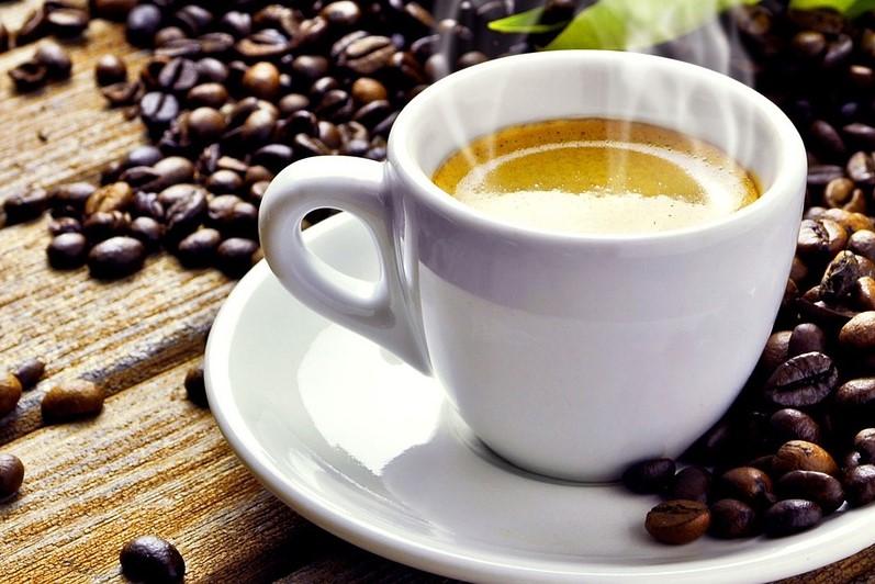 Bere anche 25 tazze di caffè al giorno non fa male alle arterie