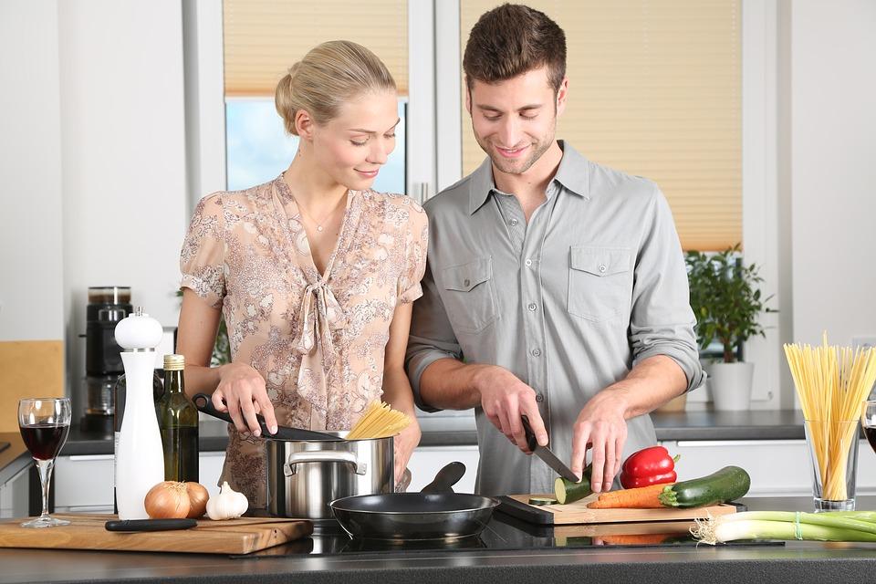 Giovani esperti di cucina grazie al web e al cibo a domicilio