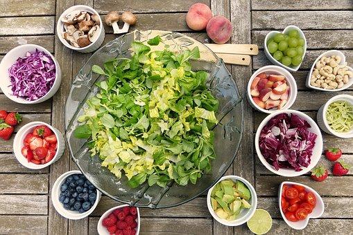 Dimagrire con l'insalata, ecco gli errori da non commettere