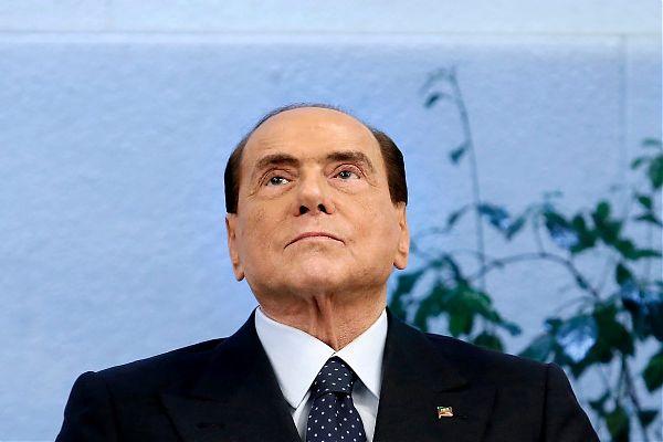 Berlusconi lancia appello ai moderati per una federazione di Centro
