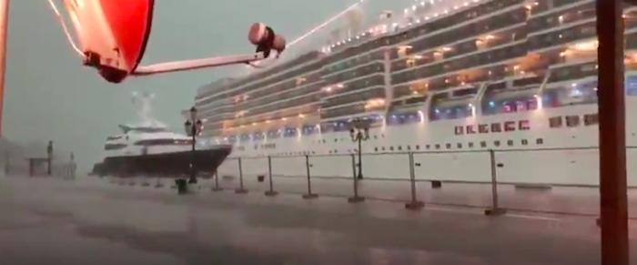 Nave da crociera sbanda a Venezia e rischia un drammatico incidente – VIDEO