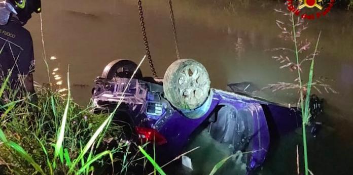 Con l'auto nel canale a Jesolo, morti 4 giovani: si salva una ragazza
