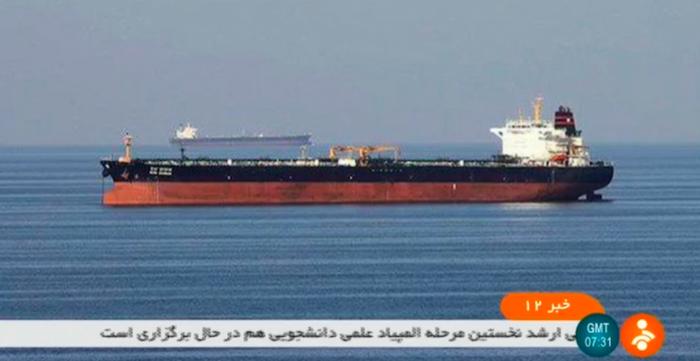 """L'Iran scorta una petroliera degli Emirati, gli Usa: """"Forse è un sequestro"""""""