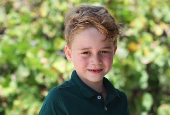 Baby George compie 6 anni, gli auguri social di Kensington Palace