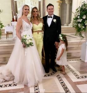 Ilary Blasi, Francesco Totti, matrimonio sorella Ilary Blasi, outfit, giallo, critiche, gag, siparietto,