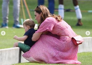 Vacanze estive per i Duchi di Cambridge, mamma Kate e i figli in un pic nic classico