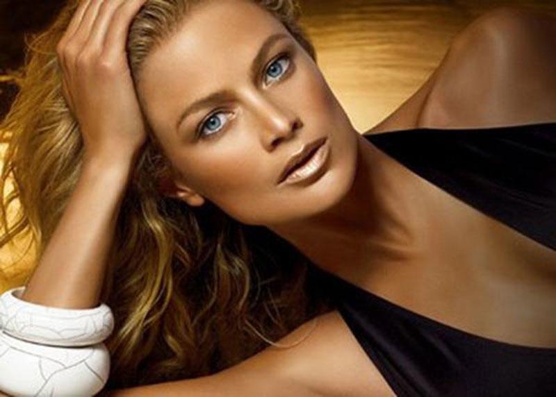 Make up da spiaggia, i 7 consigli per un trucco leggero sulla pelle abbronzata